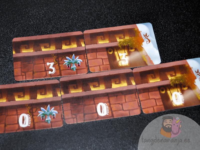 piramide del sol juego de mesa pavana games colocación cartas
