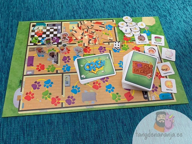 Componentes juego de mesa solos en casa